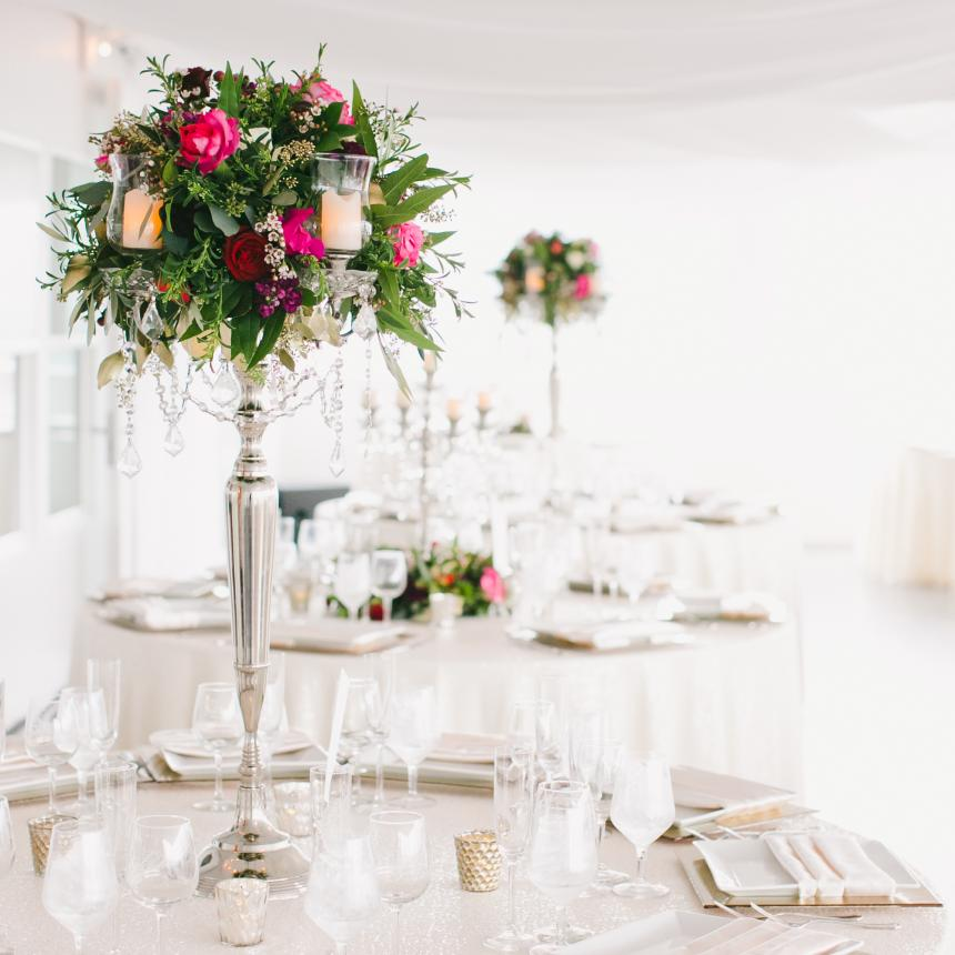 Table Setting High Centerpiece with Pink Roses